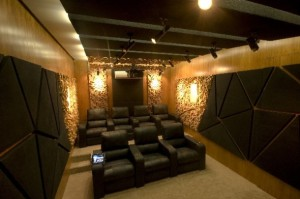 Great-and-Impressive-Home-Theater-Design-with-Awesome-Illumination-590x393